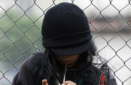 Brasil tem 50 mil crianças e adolescentes usuários de crack   Pesquisa mostra que mulheres usam quase o dobro do crack consumido por  homens